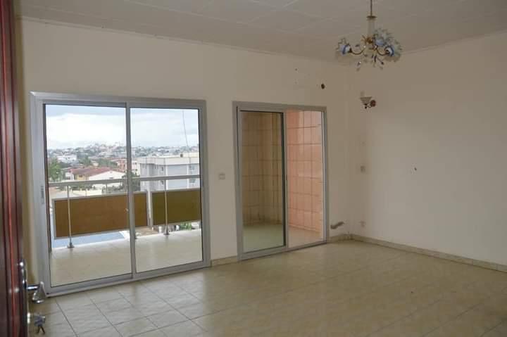 Apartment to rent - Douala, Makepe, Ver st Tropez - 1 living room(s), 2 bedroom(s), 3 bathroom(s) - 200 000 FCFA / month