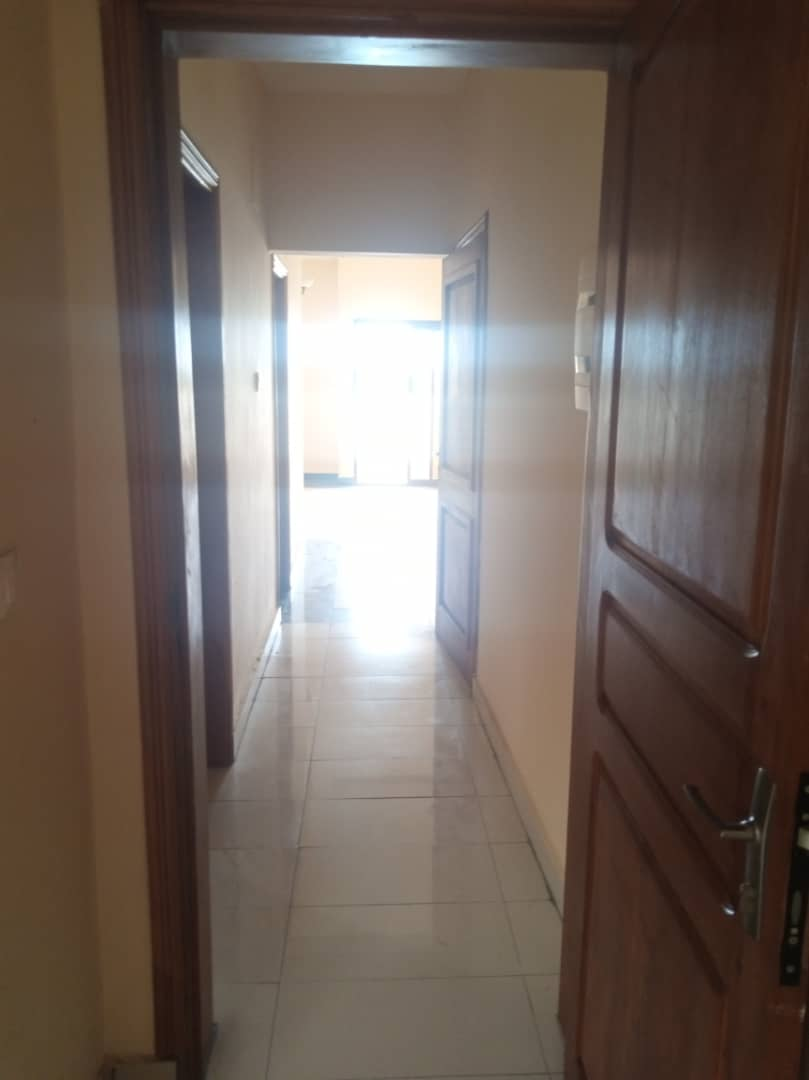 Apartment to rent - Douala, Logbaba, Ver LA sonel - 1 living room(s), 2 bedroom(s), 2 bathroom(s) - 130 000 FCFA / month