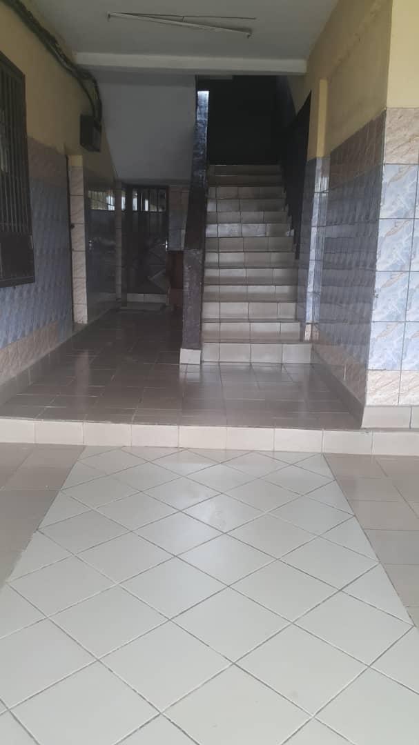 Apartment to rent - Douala, Kotto, Ver MRS - 1 living room(s), 2 bedroom(s), 2 bathroom(s) - 140 000 FCFA / month