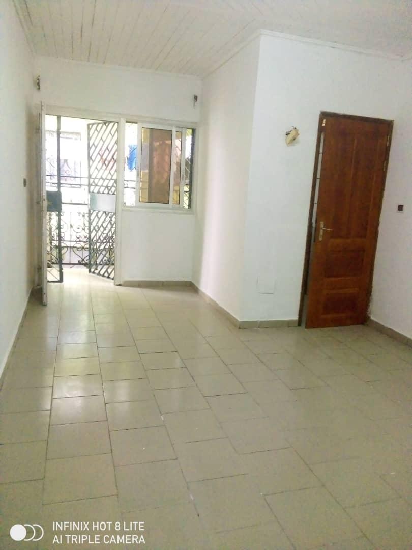 Apartment to rent - Douala, Logbessou I, Ver carrefour logbessou - 1 living room(s), 1 bedroom(s), 1 bathroom(s) - 55 000 FCFA / month