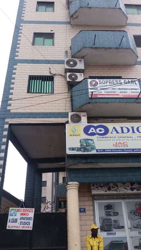 Apartment to rent - Douala, Akwa II, Ngodi face pharmacie sapeur - 1 living room(s), 2 bedroom(s), 2 bathroom(s) - 180 000 FCFA / month