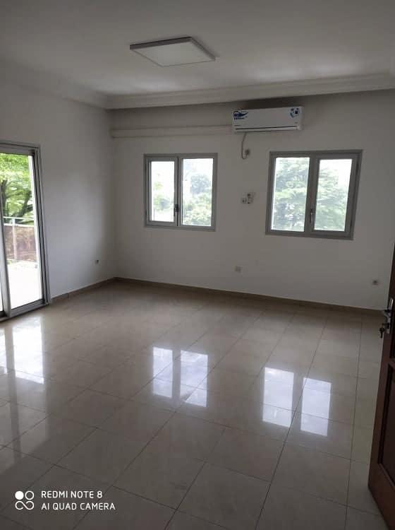 Apartment to rent - Douala, Bonanjo, A côté de CAMWATER - 1 living room(s), 3 bedroom(s), 2 bathroom(s) - 1 000 000 FCFA / month