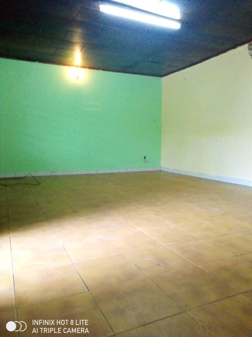 House (Villa) to rent - Douala, PK 11, C'est a pk12 - 1 living room(s), 4 bedroom(s), 3 bathroom(s) - 100 000 FCFA / month