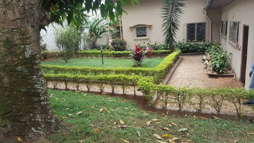 House (Villa) to rent - Yaoundé, Elig-essono, Hippodrome - 1 living room(s), 4 bedroom(s), 3 bathroom(s) - 1 500 000 FCFA / month