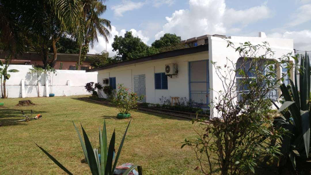House (Villa) to rent - Yaoundé, Bastos, Dragages - 1 living room(s), 4 bedroom(s), 3 bathroom(s) - 1 200 000 FCFA / month