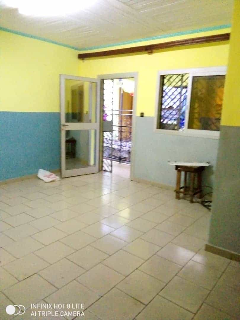 Apartment to rent - Douala, Logbessou II, Ver carrefour logbessou - 1 living room(s), 2 bedroom(s), 2 bathroom(s) - 85 000 FCFA / month