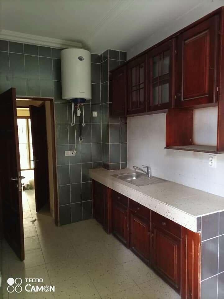 Apartment to rent - Douala, Kotto, pilote - 1 living room(s), 2 bedroom(s), 3 bathroom(s) - 275 000 FCFA / month
