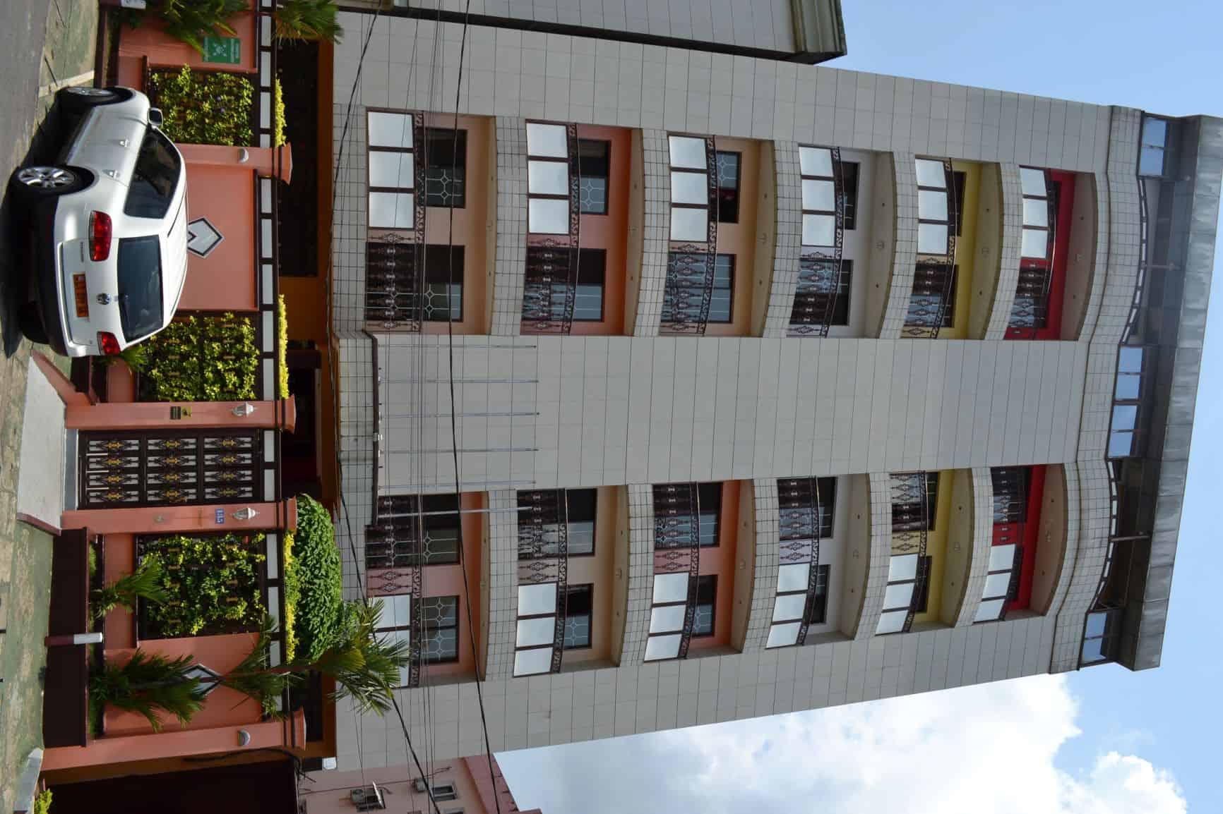 Apartment to rent - Douala, Bonanjo, Face Commissariat EMI-IMMIGRATION - 1 living room(s), 1 bedroom(s), 1 bathroom(s) - 450 000 FCFA / month