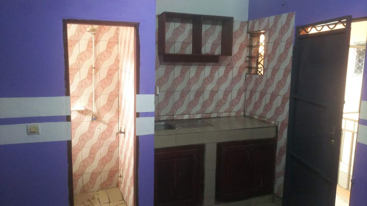 Studio to rent - Douala, Cité SIC, Ange Raphaël  - Entrée Campus 2 - 35 000 FCFA / month