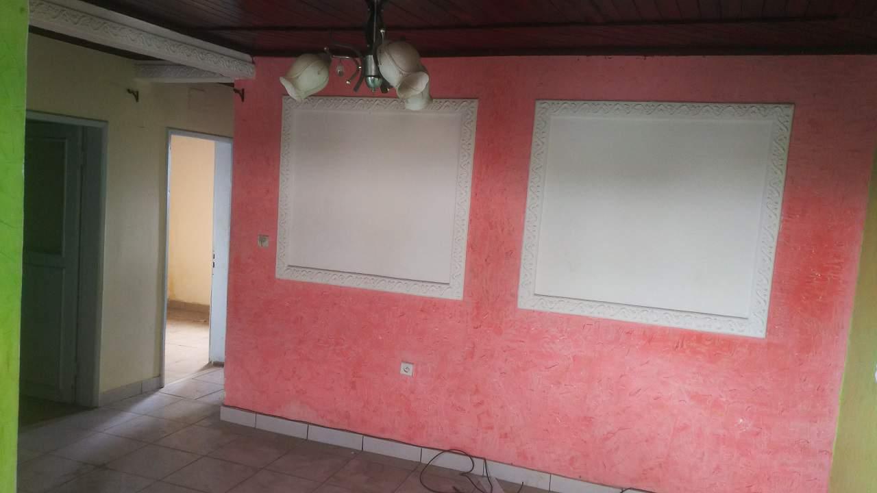 Apartment to rent - Douala, Deido, Rue Kotto - 1 living room(s), 2 bedroom(s), 1 bathroom(s) - 100 000 FCFA / month