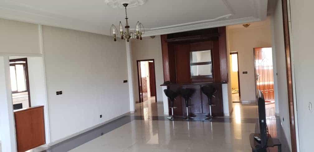 Apartment to rent - Yaoundé, Bastos, Bastos - 1 living room(s), 3 bedroom(s), 2 bathroom(s) - 1 500 000 FCFA / month