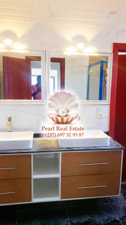 House (Duplex) for sale - Yaoundé, Bastos, Bastos - 2 living room(s), 4 bedroom(s), 4 bathroom(s) - 250 000 000 FCFA / month