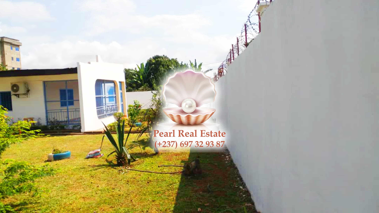 House (Villa) to rent - Yaoundé, Bastos, Dragages - 1 living room(s), 3 bedroom(s), 2 bathroom(s) - 1 200 000 FCFA / month
