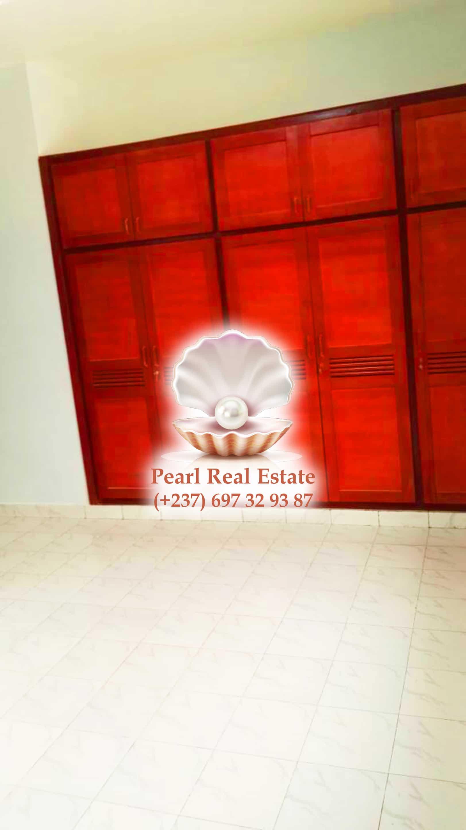 House (Villa) to rent - Yaoundé, Mfandena, Omnisports - 1 living room(s), 3 bedroom(s), 3 bathroom(s) - 450 000 FCFA / month