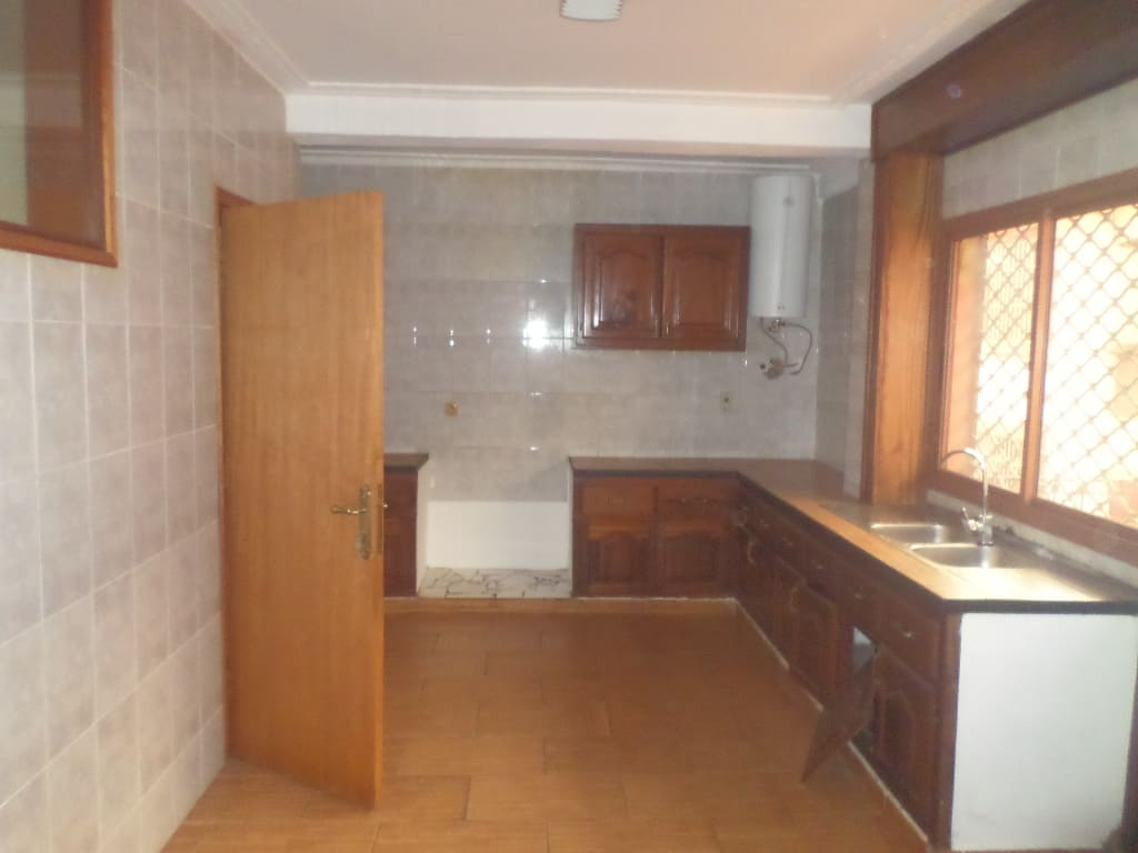 Apartment to rent - Yaoundé, Bastos, appartement individuel - 1 living room(s), 5 bedroom(s), 5 bathroom(s) - 1 500 000 FCFA / month