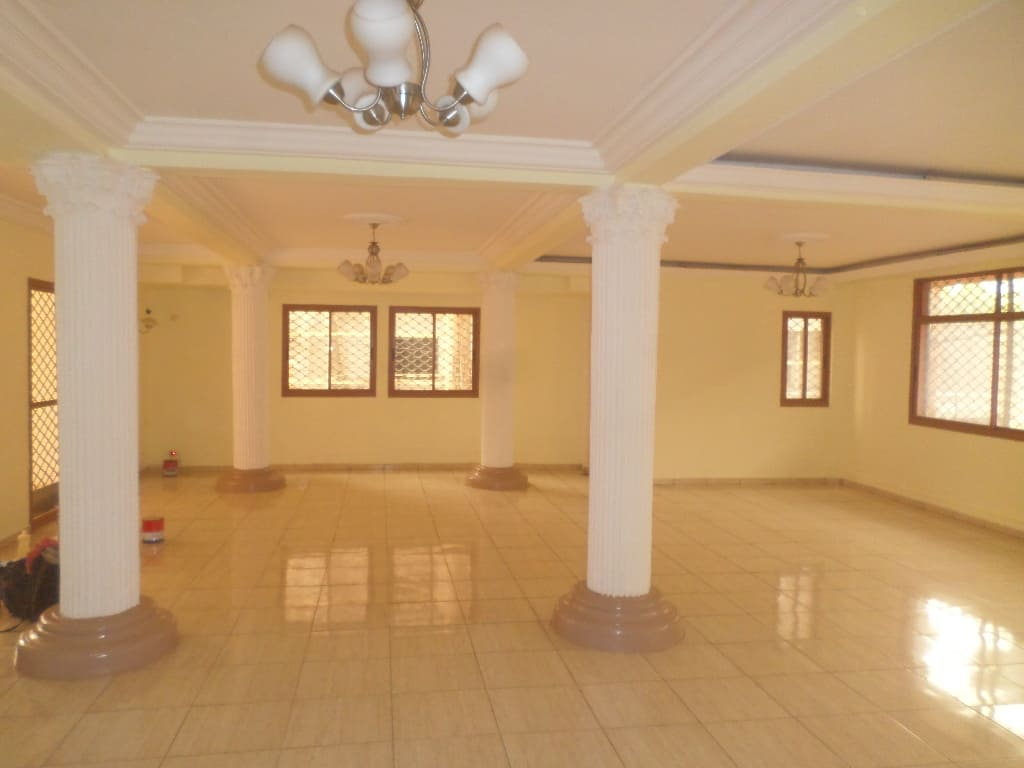 Bureau à louer à Yaoundé, Bastos, appartement individuel - 300 m2 - 1 500 000 FCFA