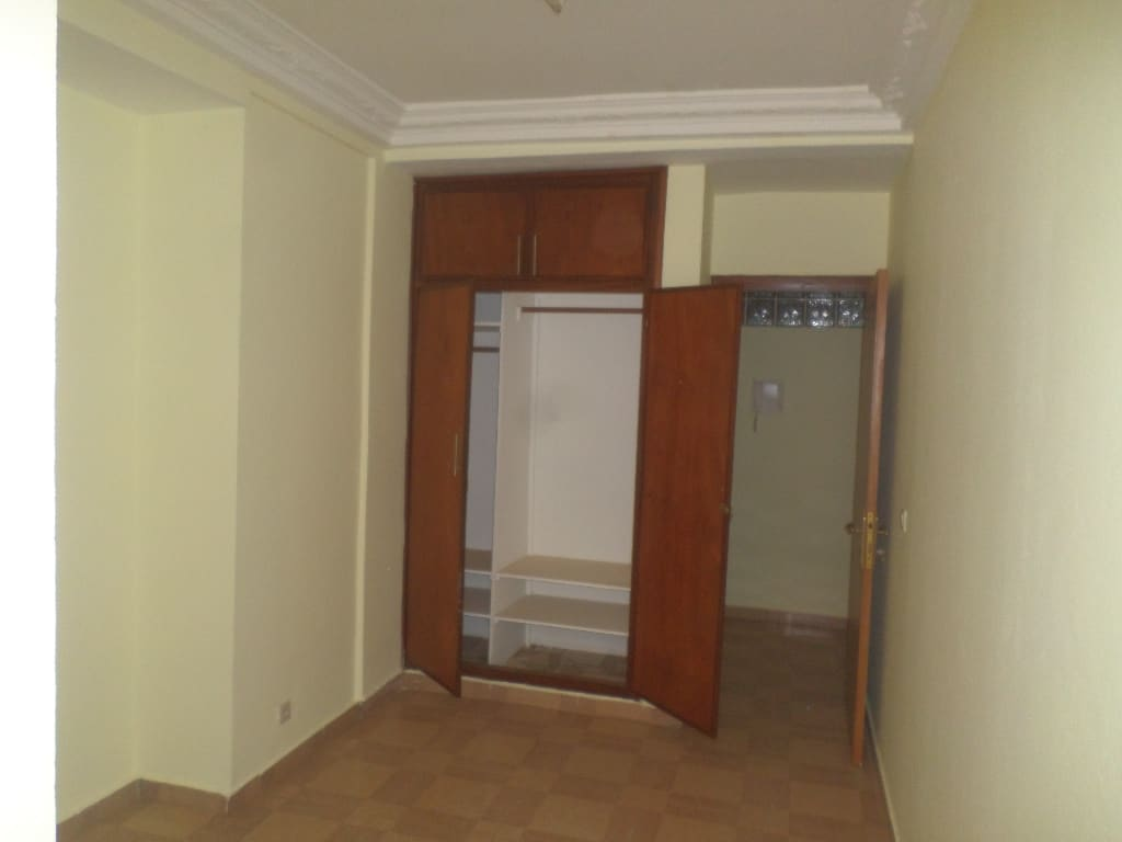 Office to rent at Yaoundé, Bastos, appartement individuel - 300 m2 - 1 500 000 FCFA
