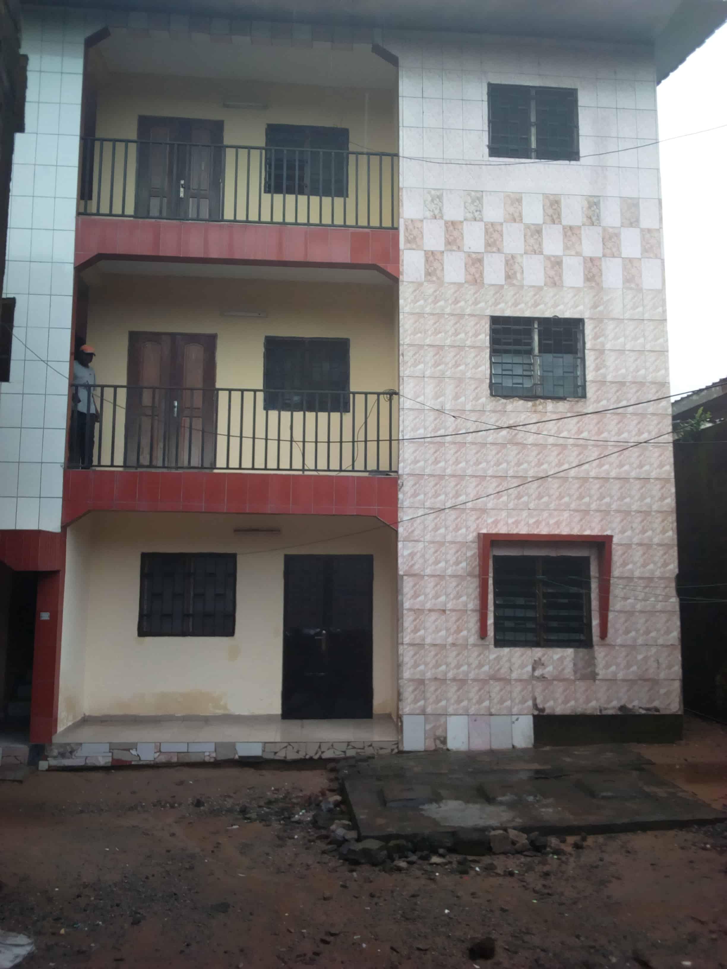 Apartment to rent - Douala, Logpom, Basson - 1 living room(s), 2 bedroom(s), 1 bathroom(s) - 90 000 FCFA / month