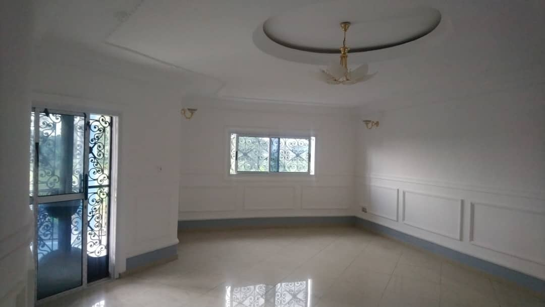 House (Duplex) to rent - Douala, Yassa, Ver  yatika - 2 living room(s), 5 bedroom(s), 4 bathroom(s) - 400 000 FCFA / month