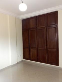 Apartment to rent - Yaoundé, Bastos, Pas loin bliss - 1 living room(s), 2 bedroom(s), 3 bathroom(s) - 550 000 FCFA / month