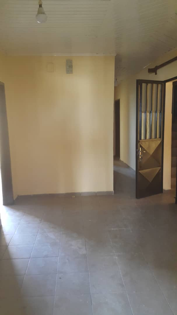 Apartment to rent - Douala, Bonamoussadi, Ver carrefour kotiste - 1 living room(s), 2 bedroom(s), 2 bathroom(s) - 140 000 FCFA / month