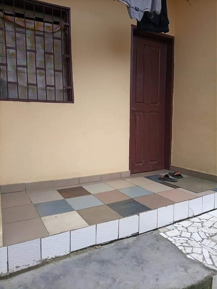 Studio to rent - Douala, Makepe, CHAMBRE MODERNE DOUCHE CUISINE VÉRANDA PERSONNEL À LOUER DERRIÈRE LE LYCÉE DE MAKEPE - 25 000 FCFA / month