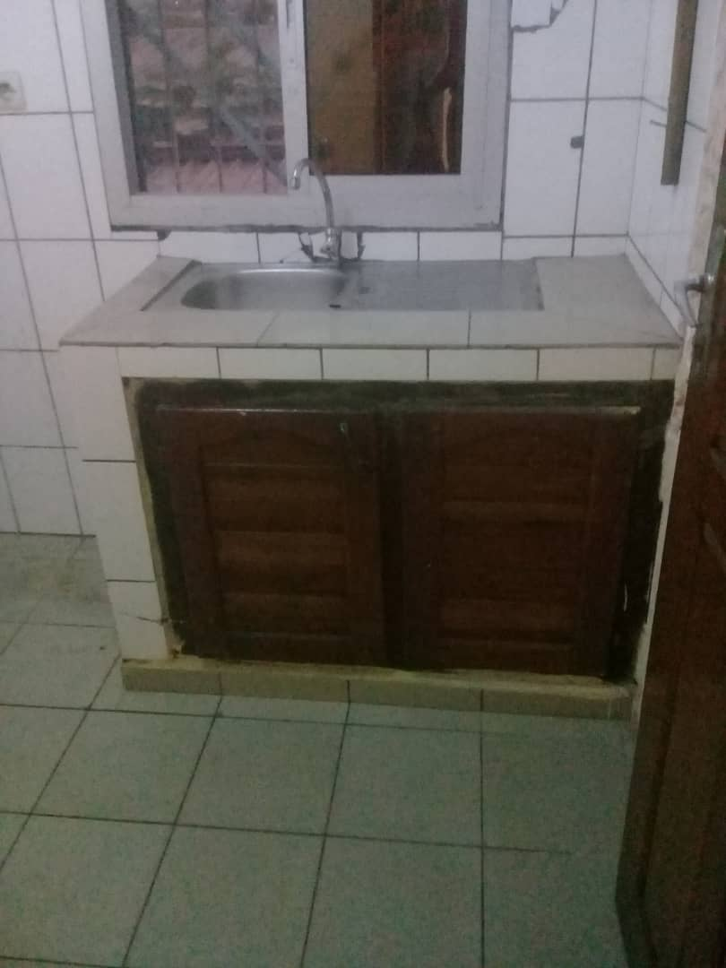 Apartment to rent - Douala, Makepe, Ver cour supreme - 1 living room(s), 1 bedroom(s), 1 bathroom(s) - 75 000 FCFA / month