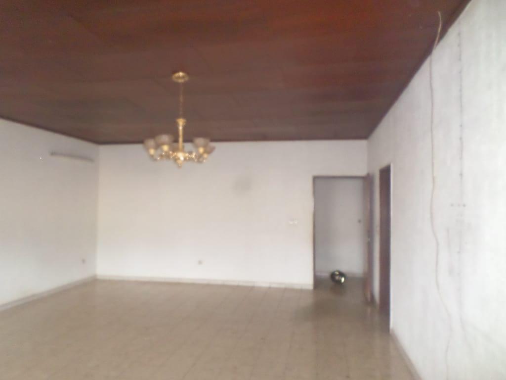 Appartement à louer - Yaoundé, Bastos, osypol - 1 salon(s), 3 chambre(s), 3 salle(s) de bains - 350 000 FCFA / mois