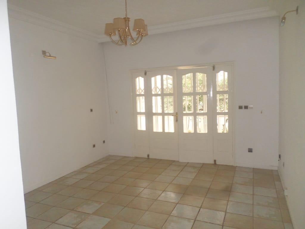 Office to rent at Yaoundé, Bastos, pas loin de lonel - 1500 m2 - 2 500 000 FCFA