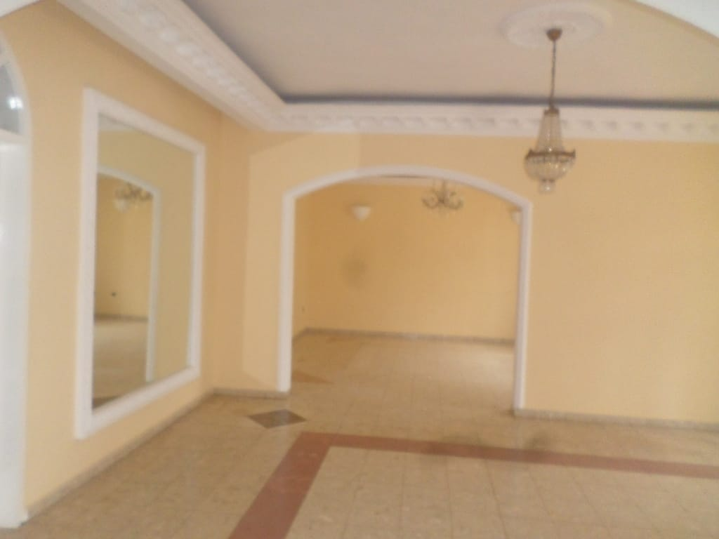 Apartment to rent - Yaoundé, Bastos, villa avec piscine - 1 living room(s), 5 bedroom(s), 5 bathroom(s) - 2 500 000 FCFA / month