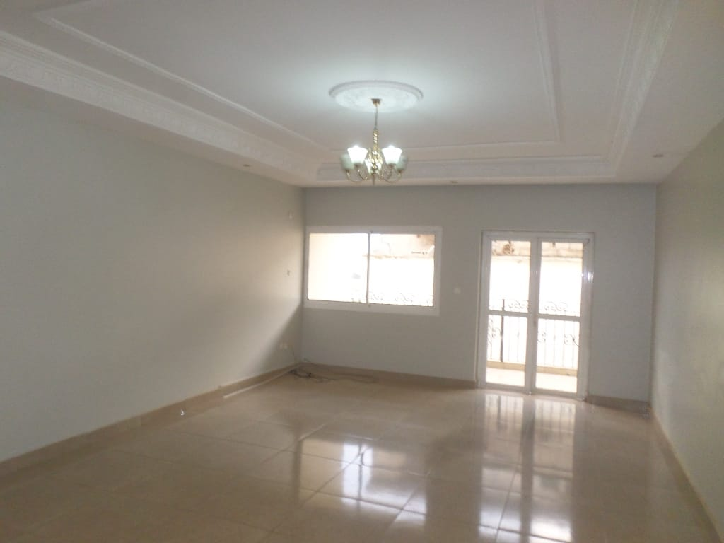 Apartment to rent - Yaoundé, Santa Barbara, bel appart - 1 living room(s), 3 bedroom(s), 2 bathroom(s) - 315 000 FCFA / month