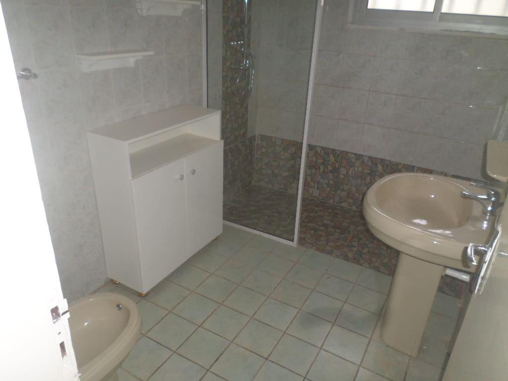 House (Villa) to rent - Yaoundé, Bastos, villa avec piscine et dependanbce - 1 living room(s), 5 bedroom(s), 5 bathroom(s) - 2 500 000 FCFA / month
