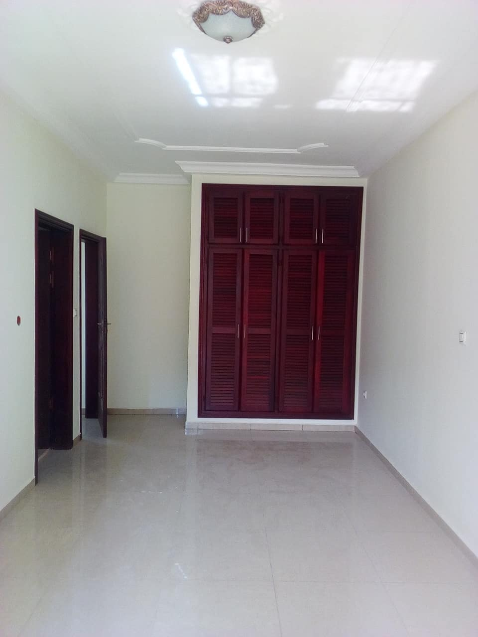 Apartment to rent - Yaoundé, Bastos, golf - 1 living room(s), 2 bedroom(s), 3 bathroom(s) - 700 000 FCFA / month