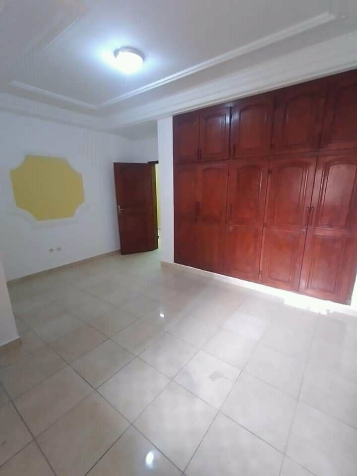 Apartment to rent - Douala, Makepe, Ver bloc m - 1 living room(s), 2 bedroom(s), 2 bathroom(s) - 200 000 FCFA / month