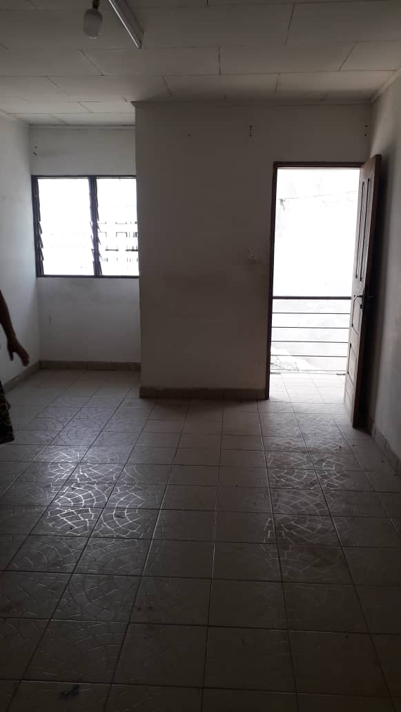 Apartment to rent - Douala, PK 10, Ver le Marché - 1 living room(s), 3 bedroom(s), 2 bathroom(s) - 80 000 FCFA / month