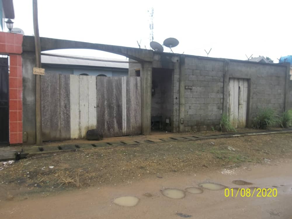 Maison (Villa) à vendre - Douala, Yassa, Maetur - 1 salon(s), 3 chambre(s), 2 salle(s) de bains - 45 000 000 FCFA