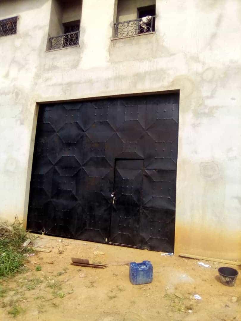 Store to rent at Yaoundé, Nyom, Nyom2 - 800 m2 - 1 500 000 FCFA