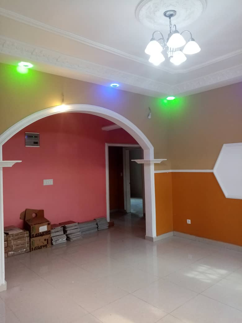 Apartment to rent - Douala, Logbessou II, Ver carrefour logbessou - 1 living room(s), 3 bedroom(s), 2 bathroom(s) - 150 000 FCFA / month