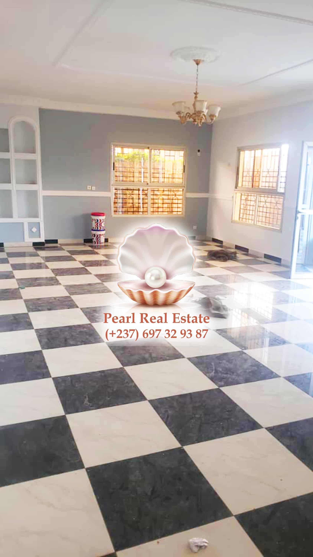 Appartement à louer - Yaoundé, Bastos, Bastos - 1 salon(s), 3 chambre(s), 2 salle(s) de bains - 600 000 FCFA / mois