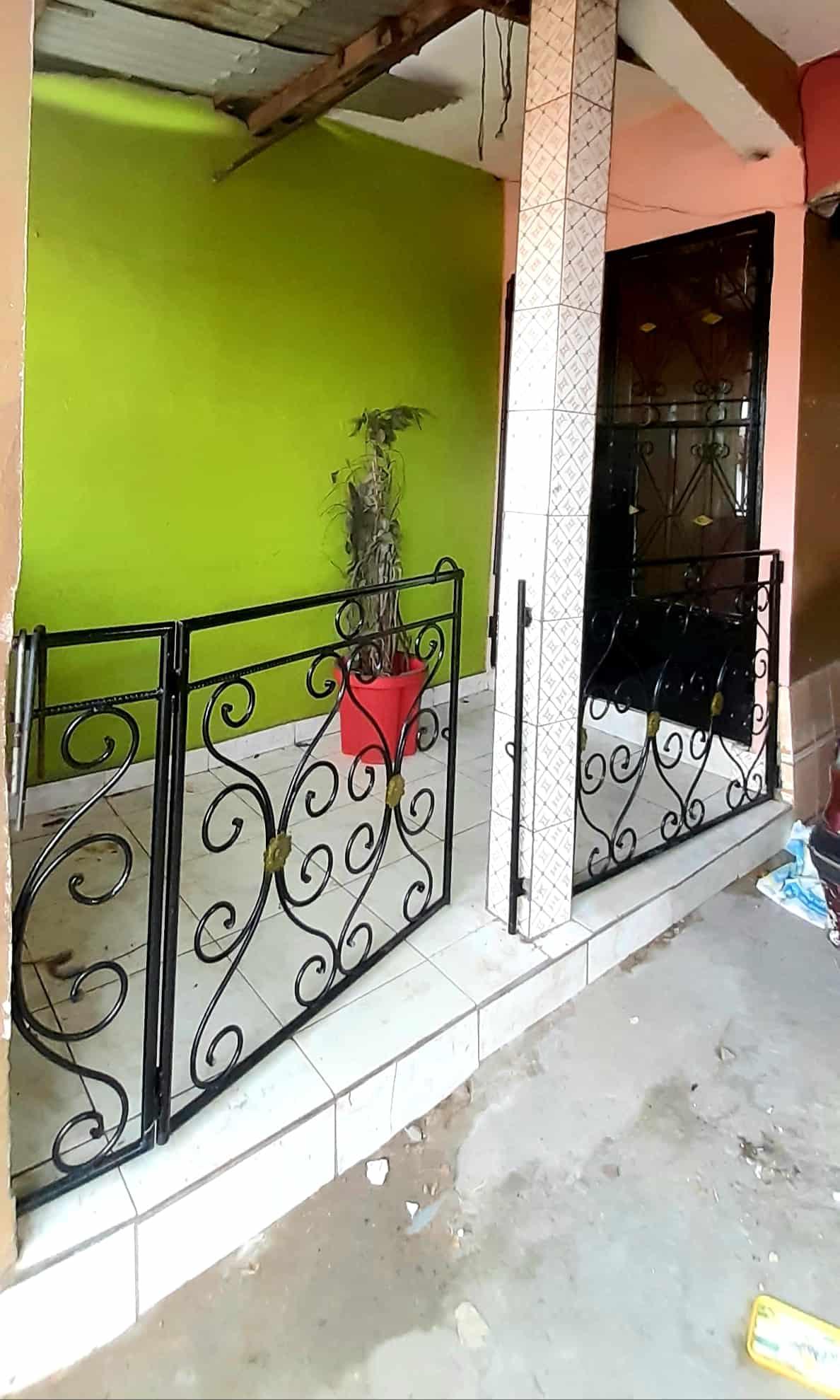 Apartment to rent - Douala, Bepanda, Bepanda petit Marché - 1 living room(s), 3 bedroom(s), 2 bathroom(s) - 100 000 FCFA / month