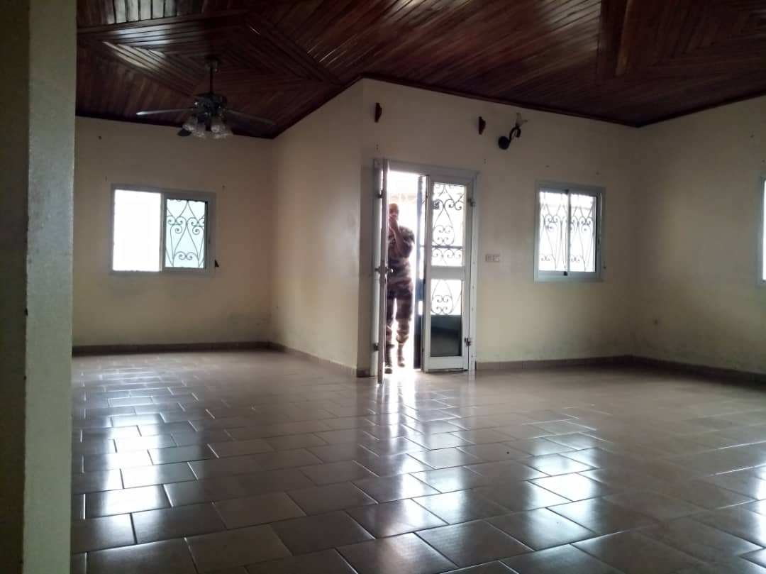 House (Villa) to rent - Yaoundé, Simbock, Immobilier - 1 living room(s), 3 bedroom(s), 2 bathroom(s) - 150 000 FCFA / month