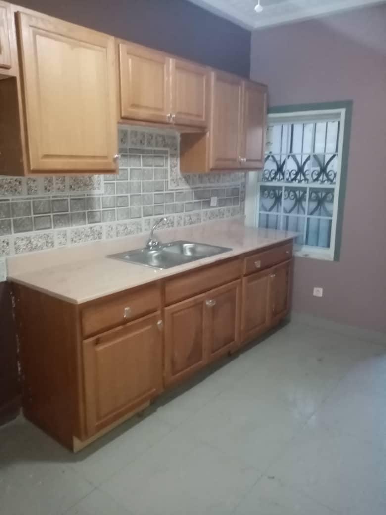 Apartment to rent - Douala, Logbessou I, Après la station nickel oil - 1 living room(s), 2 bedroom(s), 2 bathroom(s) - 130 000 FCFA / month