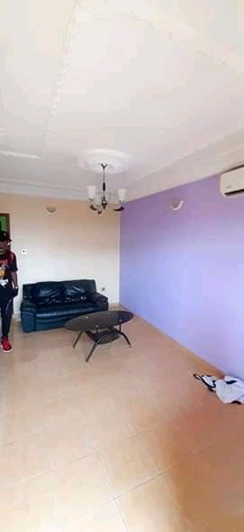 Apartment to rent - Douala, Ndogbong, Ver 10ème - 1 living room(s), 1 bedroom(s), 1 bathroom(s) - 85 000 FCFA / month