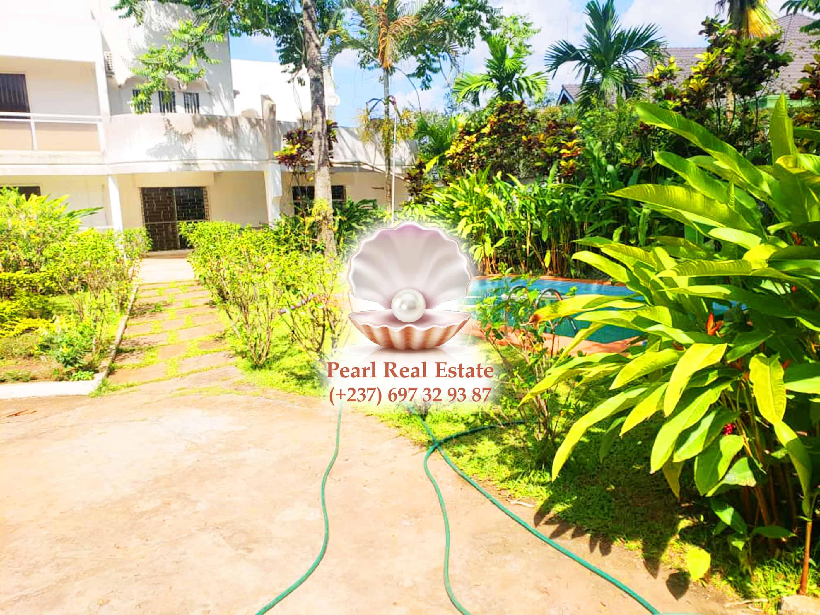 House (Duplex) to rent - Yaoundé, Bastos, Bastos - 2 living room(s), 6 bedroom(s), 5 bathroom(s) - 250 000 000 FCFA / month