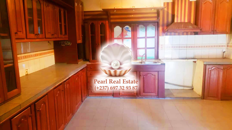 House (Villa) to rent - Yaoundé, Bastos, Bastos - 1 living room(s), 4 bedroom(s), 3 bathroom(s) - 1 200 000 FCFA / month