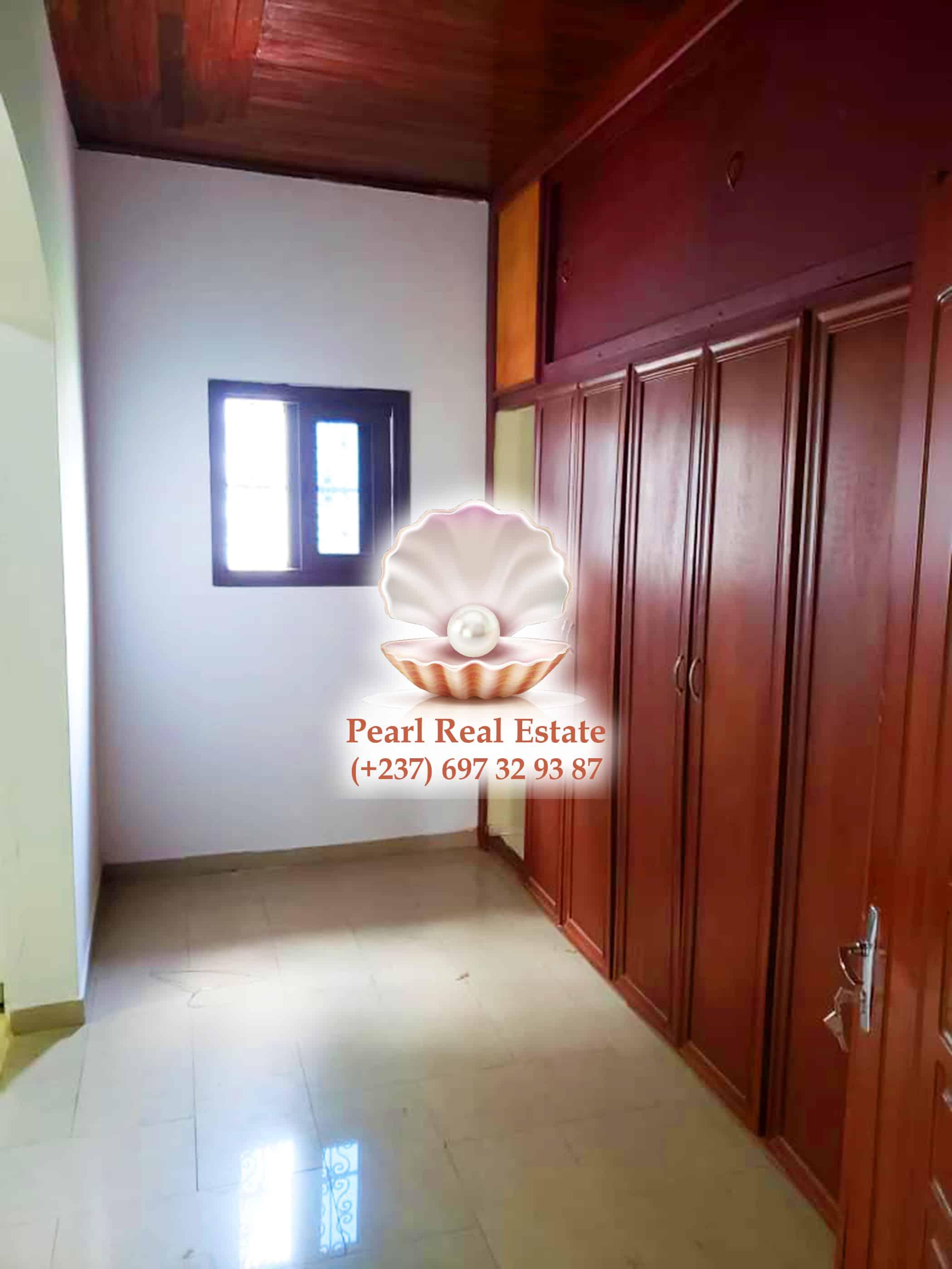 House (Duplex) to rent - Yaoundé, Bastos, Bastos - 2 living room(s), 4 bedroom(s), 4 bathroom(s) - 1 500 000 FCFA / month