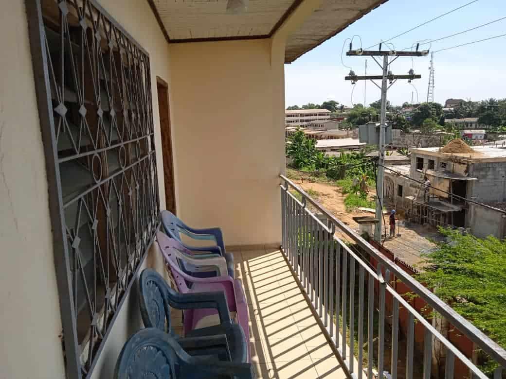 Apartment to rent - Douala, Nyala Bassa, Lycée de nyalla - 1 living room(s), 3 bedroom(s), 2 bathroom(s) - 115 000 FCFA / month
