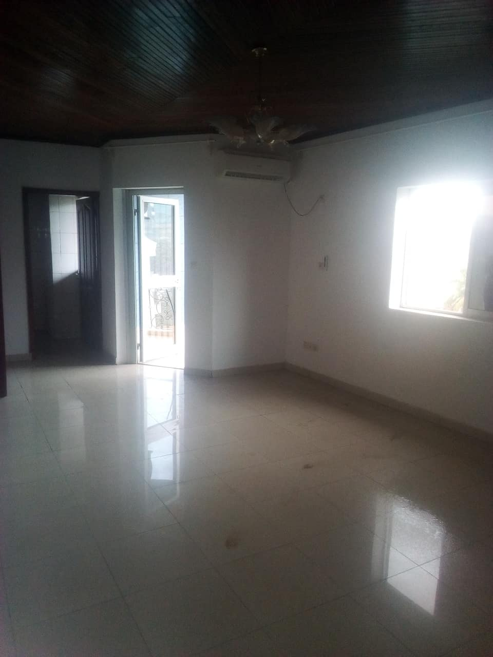 Apartment to rent - Yaoundé, Bastos, Pas loin du bliss - 1 living room(s), 1 bedroom(s), 1 bathroom(s) - 250 000 FCFA / month