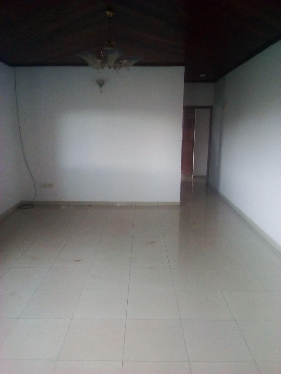 Apartment to rent - Yaoundé, Bastos, Pas loin du bliss - 1 living room(s), 1 bedroom(s), 1 bathroom(s) - 250 000 FCFA / month