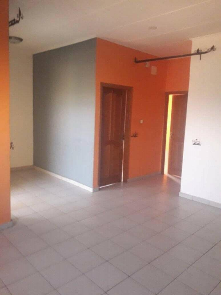 Apartment to rent - Douala, Logpom, Ver bassong - 1 living room(s), 1 bedroom(s), 1 bathroom(s) - 80 000 FCFA / month